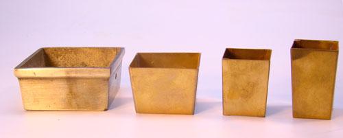 Patas de lamina de bronce para sillas.